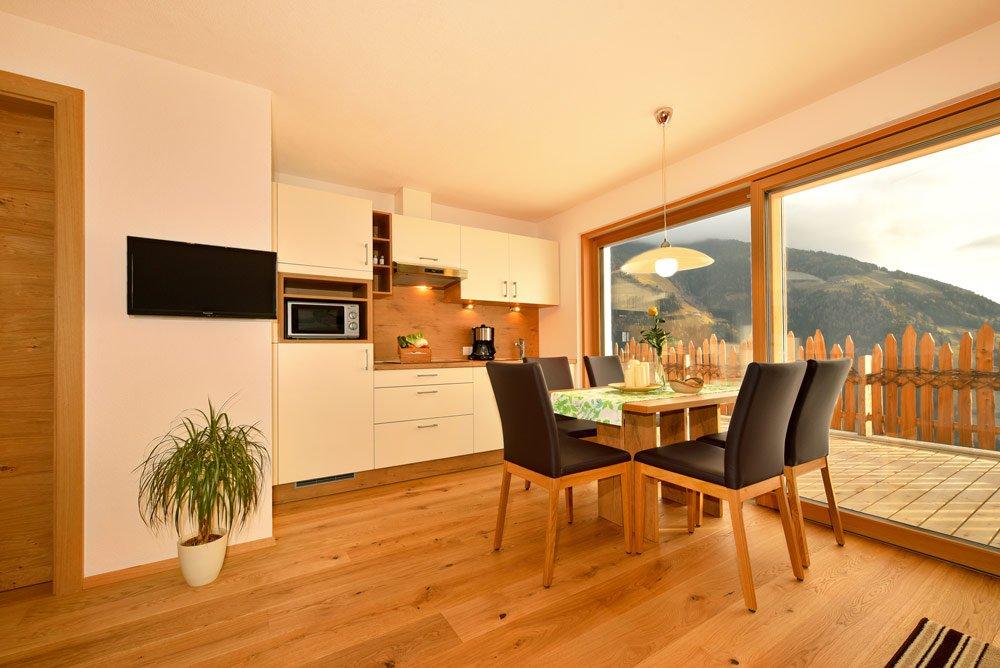 ferienwohnungen auf dem bauernhof in vintl s dtirol tratterhof. Black Bedroom Furniture Sets. Home Design Ideas
